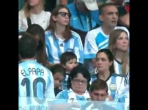 Synek Messiego na trybunach podczas meczu Argentyny z Iranem