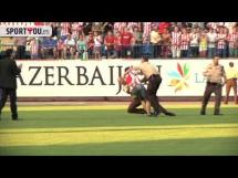 Kibice Atletico wbiegli na prezentację Mario Mandżukicia