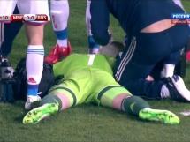 Akinfiejew trafiony racą podczas meczu z Czarnogórą
