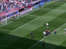 Claudio Bravo obronił rzut karny w meczu z Valencią
