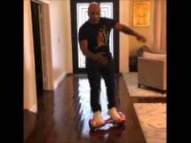 Wywrotka Mike Tysona na 'deskorolce'
