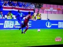 Ależ pech Demba Ba! Senegalczyk złamał nogę!