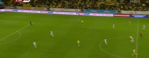 Pomyła Llorisa i gol Szwedów z połowy boiska