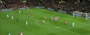 Lukaku wybił wprost w gracza City, który zdobył bramkę!