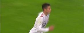 Piękny rzut wolny Jamesa w meczu z Leverkusen!