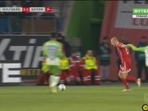 Lewandowski wykorzystał rzut karny z Wolfsburgiem!