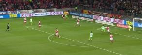 Co on zrobił? Napastnik Wolfsburga nie wykorzystał setki!