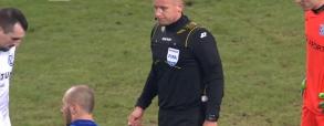 Sędzia Marciniak dyktuje kontrowersyjnego karnego meczu Legia - Lech!