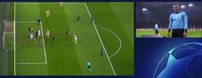 Ajax zdobył gola.. VAR wychwycił minimalnego spalonego!