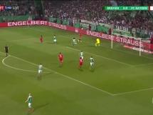 Lewandowski z dwoma golami w półfinale z Werderem!