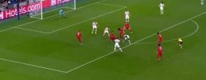 Bramka Lewego w meczu z Tottenhamem