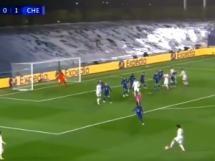 Real Madryt strzela na 1:1 w meczu z Chelsea! Kapitalne trafienie Benzemy [WIDEO]