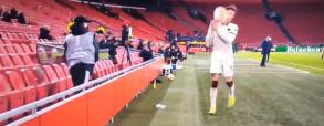 Roma grała na czas, a chłopiec od podawania piłek był wściekły! Oberwało się piłkarzowi [WIDEO]