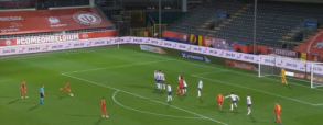 Idealne uderzenie z rzutu wolnego! Martens strzela na 2:0 w meczu z Anglią
