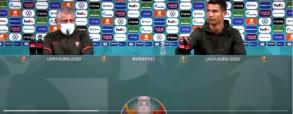 Ciekawa reakcja Cristiano Ronaldo na butelki Coca-Coli. Portugalczyk wskazuje na wodę