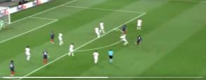 Trzeci gol dla Francji - i to jaki!. Pogba zdjął pajęczynę z bramki Szwajcarów