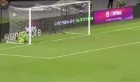 Błąd Szczęsnego! Kane przelobował Polaka z połowy boiska.. [Wideo]