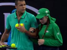 Tsonga pomógł dziewczynie od podawania piłek