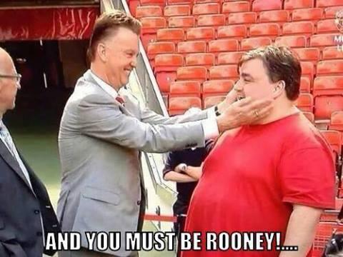 Van Gaal wita się z Rooneyem
